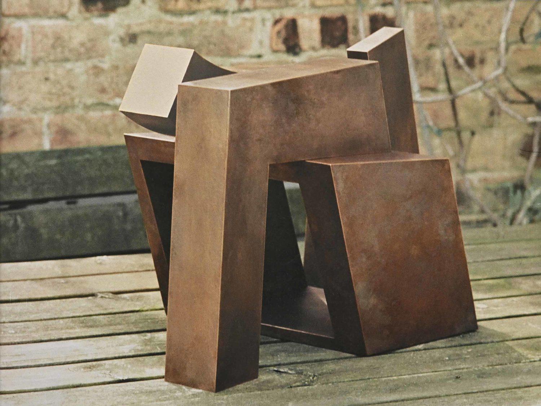 """Sculpture """"Raumtor"""", bronze, 35 × 53 × 32 cm Sammlung der Kulturabteilung der Stadt Wien,  2002"""